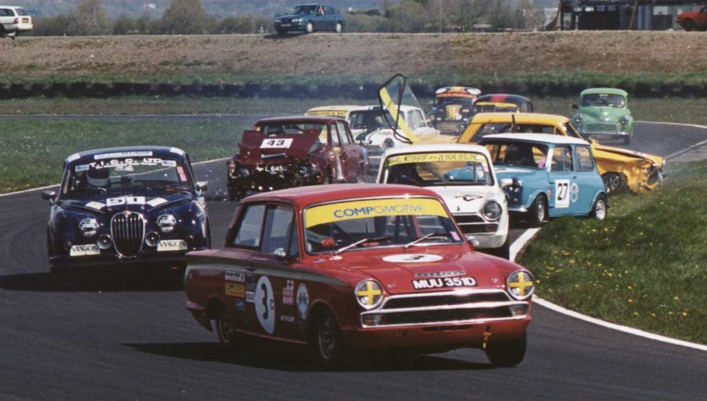 The last racing moment of 'Humphrey' (burgundy car)